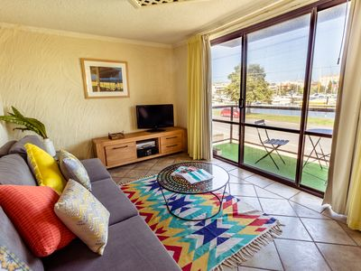 Photo for Gorgeous Riverview Apartment w/private balcony + Free WIFI