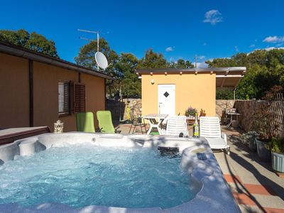 Photo for Bungalow with shared hot tub
