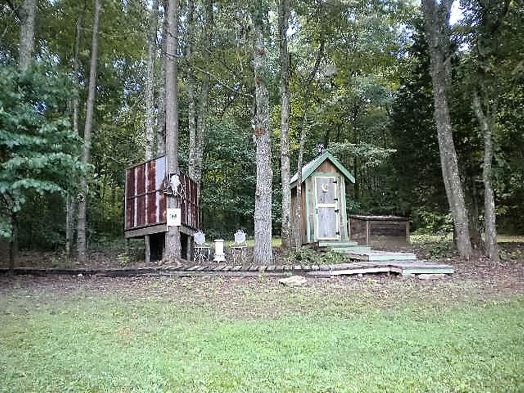 Romantic glamour camping cabin near waterfall hikes for Cabin rentals near hiking trails