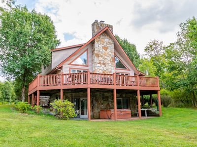 Lake access home with dock slip, pool table, hot tub, gas grill and fire pit!