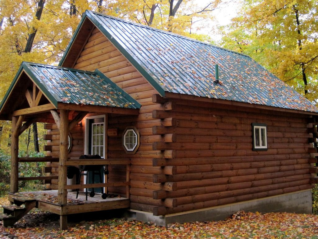 Romantic hocking hills log cabin in the woods w hot tub for Log cabin with hot tub one night stay