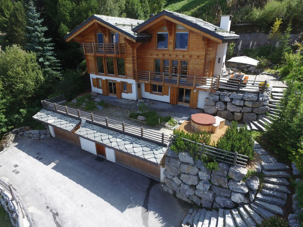 Modern Zwitsers Chalet : Luxury 5 * swiss chalet with hot tub near b homeaway