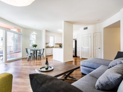 Photo for Gorgeous Modern/2 bedrooms w/pool & spa/Mid City