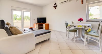 Photo for Lovely 2 BD Apartment with Parking
