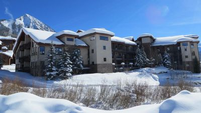 gorgeous condo - ski in and out, great views!