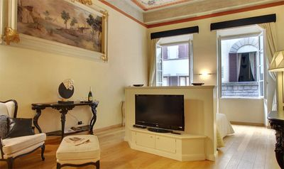 Photo for Oltrarno Apartment, Sleeps 2 with Air Con