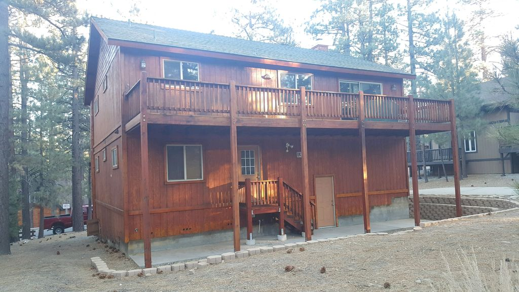 Newer 3 bedroom log cabin home away from home big bear for Home away from home cabins