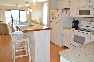 Photo for OSW EE2, A fresh and clean condo with a side view of the crystal blue ocean.Great for young families