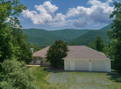 Large roomy house in the Blue Ridge mountains with ridiculous views of Skyline Drive behind