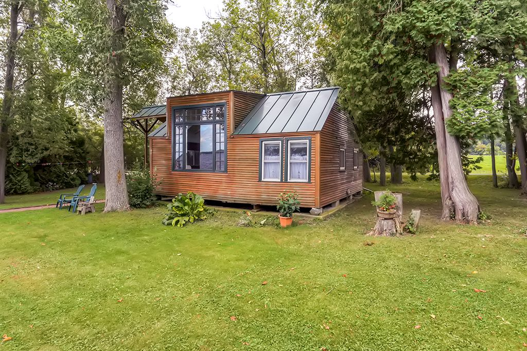 Charming 2br st albans cottage on lake champlain saint for Lake champlain cabins and cottages