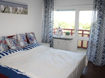 Photo for Apartment with sea view to the World Shipping Route, swimming pool and sauna