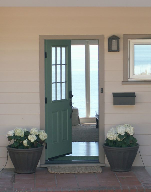 Front door welcome to Edgewater. & Bright Sunny Oceanfront Beach Cottage... - HomeAway The Mesa ... Pezcame.Com