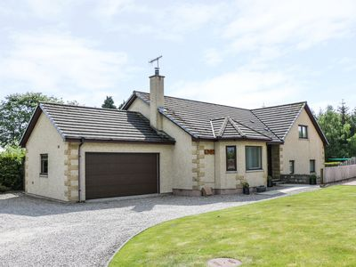 Photo for BENVIEW HOUSE, pet friendly, with a garden in Muir Of Ord, Ref 983302