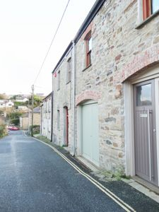 Photo for St Agnes - clean & cosy 2 bed cottage within walking distance to beach & village