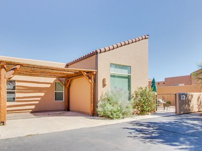 Photo for Desert townhome w/ shared seasonal pool & hot tub - close to town!