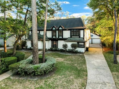 Photo for Stunning home w/pool near The Woodlands/Exxon