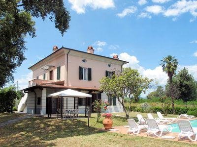 Photo for Apartment Villa Le Sughere (MCL151) in Montecarlo - 6 persons, 2 bedrooms