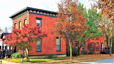 Luxury living in the heart of downtown Saratoga Springs - walk to all the fun!