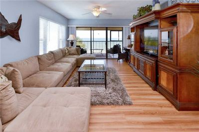 Huge Great Room Couch - Open spaces and room for everyone.  Invite everybody over to watch the race or the big game!