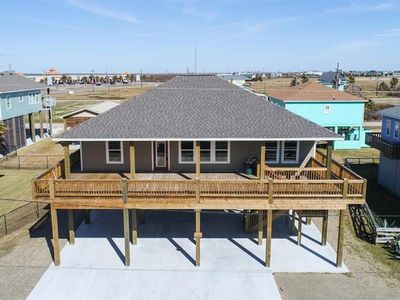 Photo for BEACH LIFE, Budget Friendly, quick access to beach, 3 Bedroom, Sleeps 10