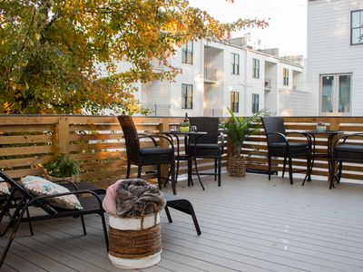 The Nest- Treetop Oasis studio with large deck- walk downtown