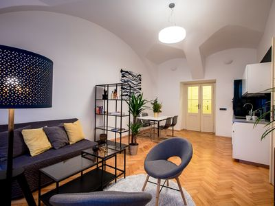 Friday Songs' Luxurious 1 bedroom Apartment by Charles bridge and Prague Castle.