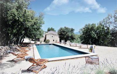 Photo for 5 bedroom accommodation in Bonnieux
