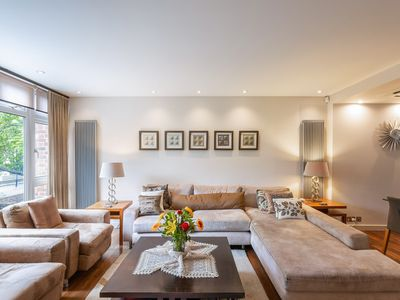 Photo for Modern Spacious 5-bed Kensington House