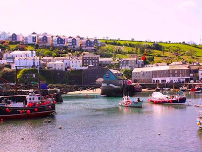 Photo for Fabulous 2 bed cottage with stunning views of the harbour and parking included