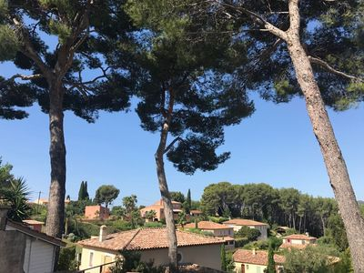 Photo for Sanary on sea, Provençal villa for 6 persons, access sea on foot, residential, quiet area and vast shaded garden