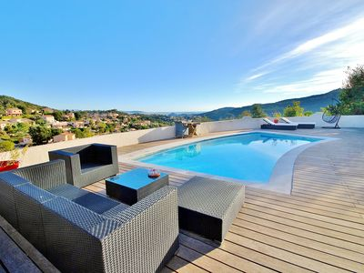 Photo for Beautiful villa with pool and jacuzzi sea view on bay of Cannes and Estérel
