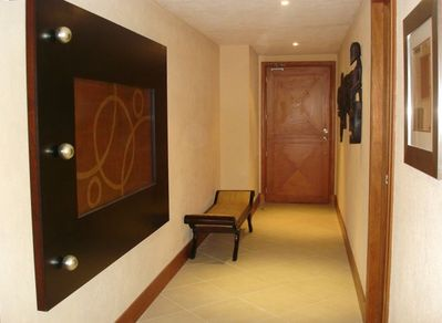 Gallery-like entry into the apartment