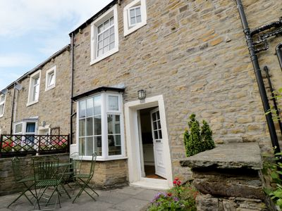 Photo for CHERRY TREE COTTAGE, family friendly in Skipton, Ref 946156