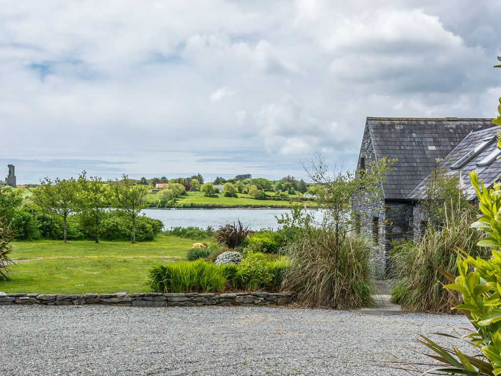 LUXURY SCHULL WATERFRONT HOUSE 3 BEDROOMS E/S SEA VIEWS. BOOK 5 NIGHTS OCT-MARCH