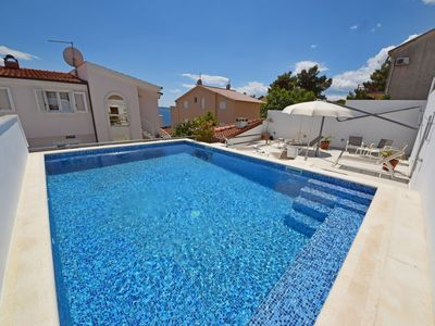 Photo for Lovely apartment for 5 people with pool, A/C, WIFI, TV, pets allowed and parking
