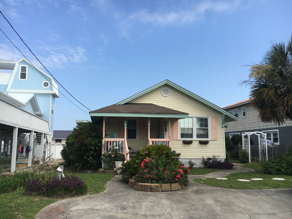 Charming Beach Cottage With Ocean View 3 Br Vacation Bungalow For Rent In Garden City Beach