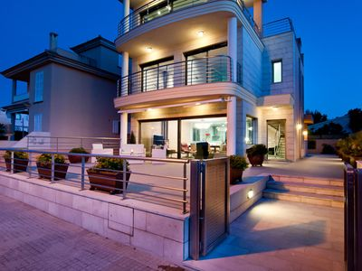 Photo for Bright and spacious house facing the sea