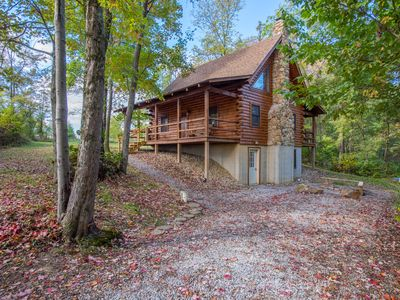 Photo for Cozy 4 bedroom cabin with close proximity to Old Man's Cave