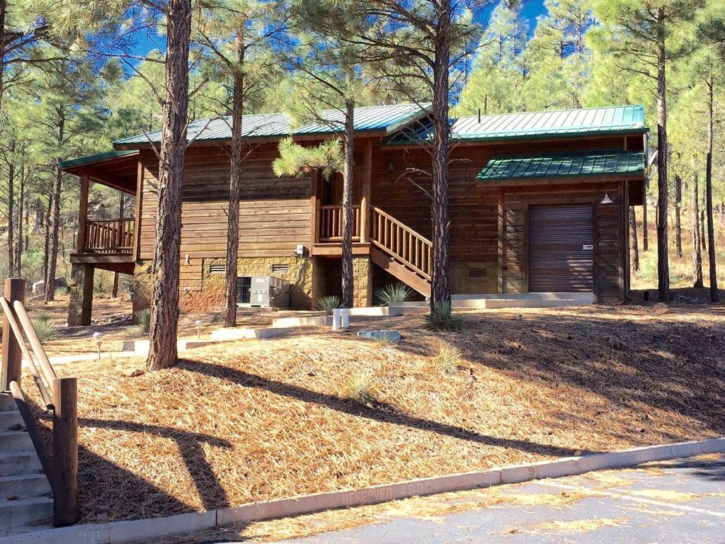 Hillside hideaway cabin with a relaxing vie vrbo for Az cabin rentals with hot tub