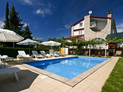 Photo for Apartment with a beautiful swimming pool in the famous resort Medulin in southern Istria