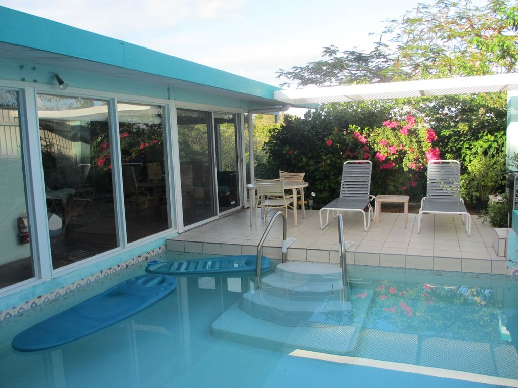 Pretty and Private. Walk  2 Lindquist & Sapphire Beaches. Nr. everything. No car needed,