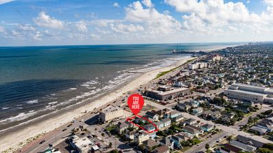 Photo for Family friendly, Right off Seawall, Beach across the street, Wi-Fi, Sleeps 8