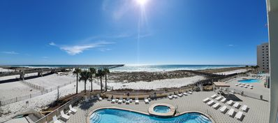 Photo for OCEANFRONT,PIER,RESTAURANT,DRINK/RELAX,HOT TUB,AND POOL.
