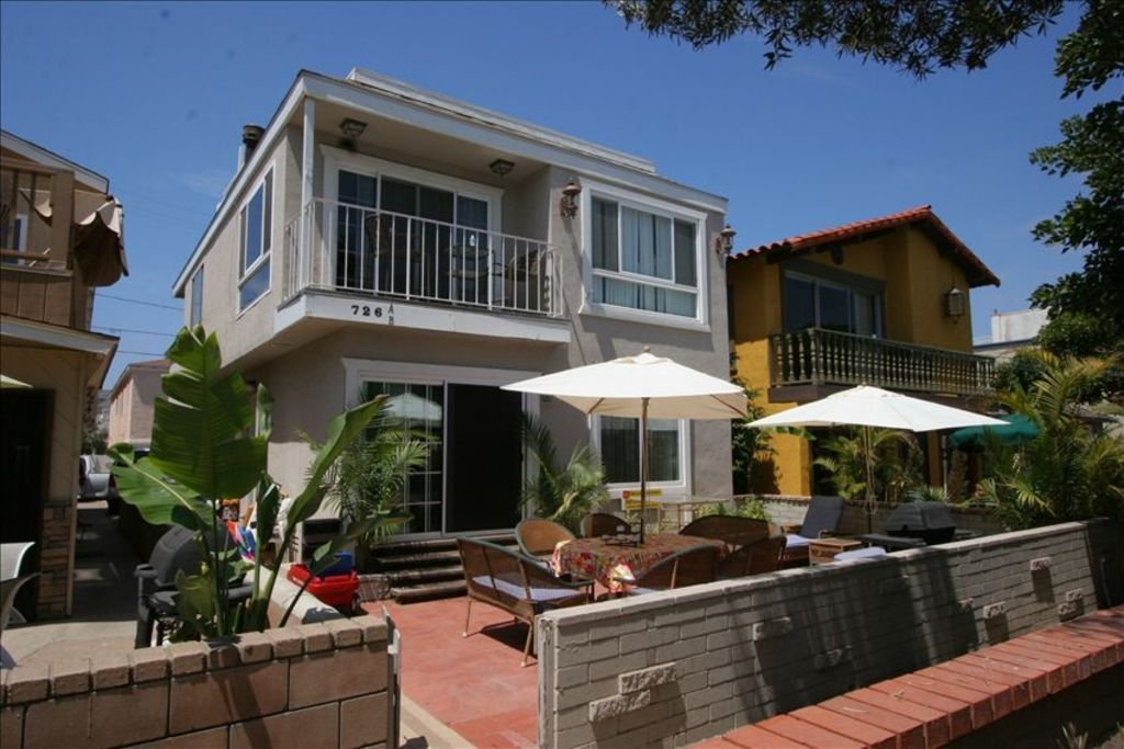 4 Bedrooms 2 Baths 2 Car Garage Amp Just 70 Steps To The Beach Mission Beach