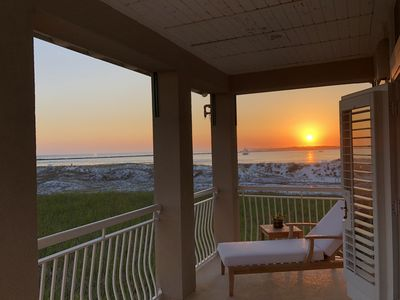 Photo for Located in Destin Pointe, Beach Service Included, Close to Entertainment