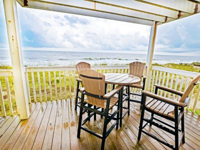 Photo for Family friendly oceanfront condo with amazing amenities, pool and beach access, outdoor gazebos a...