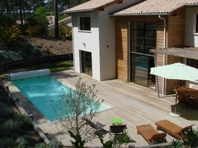 Photo for Upscale villa, heated pool in the heart of the forest, on the golf course.