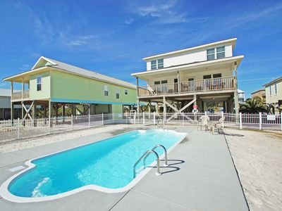 6 Bedroom Duplex, Minutes from beach! Private Pool! Pet Friendly! Quick online booking for activities!