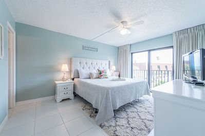 Serene Master bedroom with king bed, ensuite, walk in closet & TV