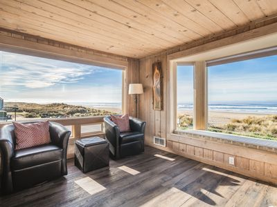 Photo for Center of Town, Hot Tub, Dog-friendly, Oceanfront with Gorgeous Kitchen